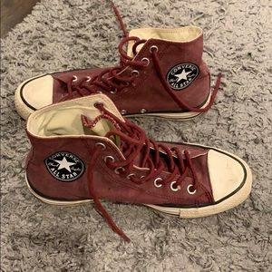 Burgundy converse all stars! Size 6 1/2
